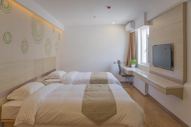 dvě velké postele