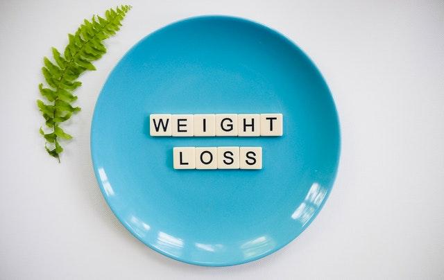 "modrý talíř, kapradí, nápis ""weight loss"""
